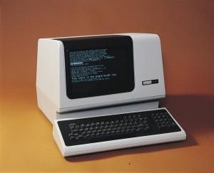 En bild som visar en VT100-terminal.
